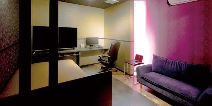広くて綺麗な個室ビデオ試写室