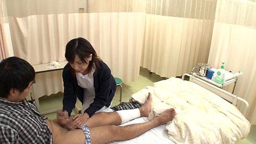 「『おばさんで本当にいいの?』若くて硬い勃起角度150度の少年チ○ポに抱きつかれた看護師はヤられても本当は嫌じゃない」VOL.2サンプル画像4
