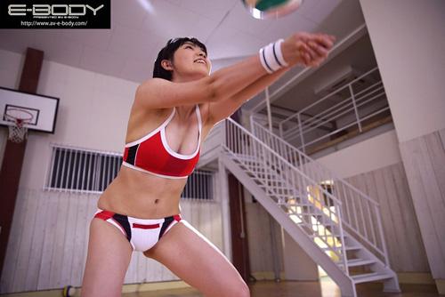 '日本一可愛いアタッカー'と当時話題だったあの少女!!長身美脚の現役ビーチバレー選手が奇跡のAVデビュー 小澤まなサンプル画像6