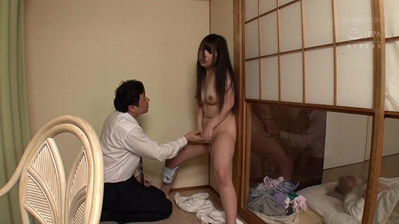 上司が寝ている隣の部屋で娘の女子○生を壁に押し付け子宮に精子がかかるほど奥中出し2サンプル画像3