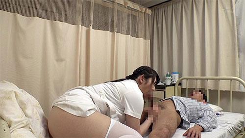 両A面で寝とってヤる!「慌てて隠れた布団の中で勃起チ○ポが顔に密着した若妻は咥えずにはいられない!」VOL.1 & 両A面で寝とってヤる!「入院してるカーテンの向こう側の彼氏に聞こえぬよう声も出せないスローグラインド性処理を強制された看護師」VOL.1サンプル画像2