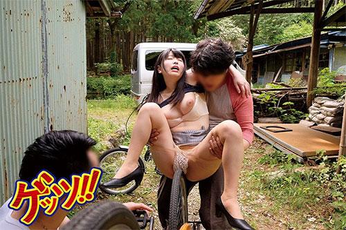 自転車通勤するタイトスカートOLを野外軟禁!自転車拘束痴漢で強制アクメ!!快楽で痺れたマ●コにヤリ捨て中出し!!サンプル画像2
