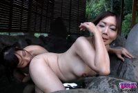 淫欲レズ三つ巴 〜温泉旅行で寝取られた白肌美人妻〜