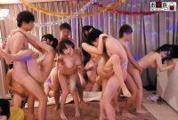 ボクの家がパーティ会場と化し、めちゃ可愛い女子たちとヤリまくり!!「パーッと盛り上がろうか!!」同級生が突然言い放ったこの一言でボクんちは大変な事に!?